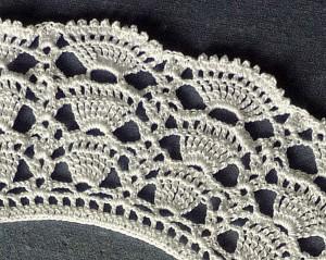 detail van de gehaakte kraag