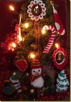 kerstboom met gehaakte kerstversiering